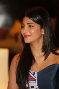 Shruti Haasan photoshoot for srimanthudu